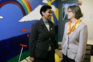 UN Women Executive Director Phumzile Mlambo-Ngcuka and Safe Horizon CEO Ariel Zwang meet at the Lang House Shelter in NYC. Photo courtesy of UN Women/Flickr.