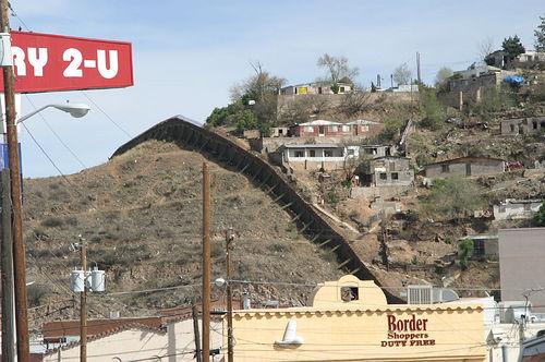 Arizona/Mexico border.  Photo courtesy of Allen Ormond/Flickr.