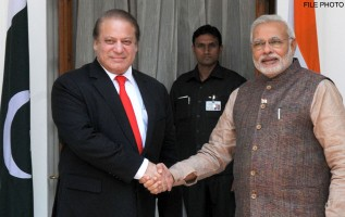 Pakistani Prime Minister Nawaz Sharif, left, with his Indian counterpart Narendra Modi >Flickr/Narendra Modi