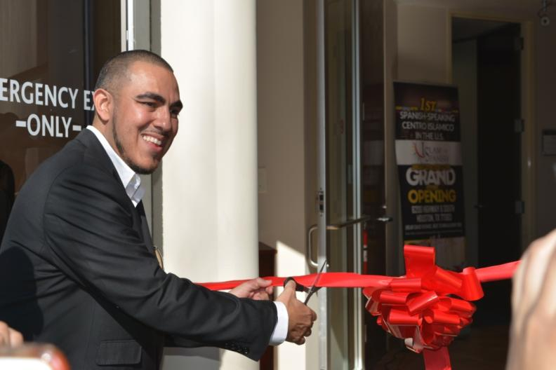 Mujahid Fletcher, head and founder of IslamInSpanish, cuts the ribbon to Centro Islamico in January in Houston, Texas.