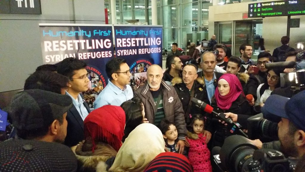The first Syrian refugee family lands in Toronto in December 2015. >Flickr/Domnic Santiago