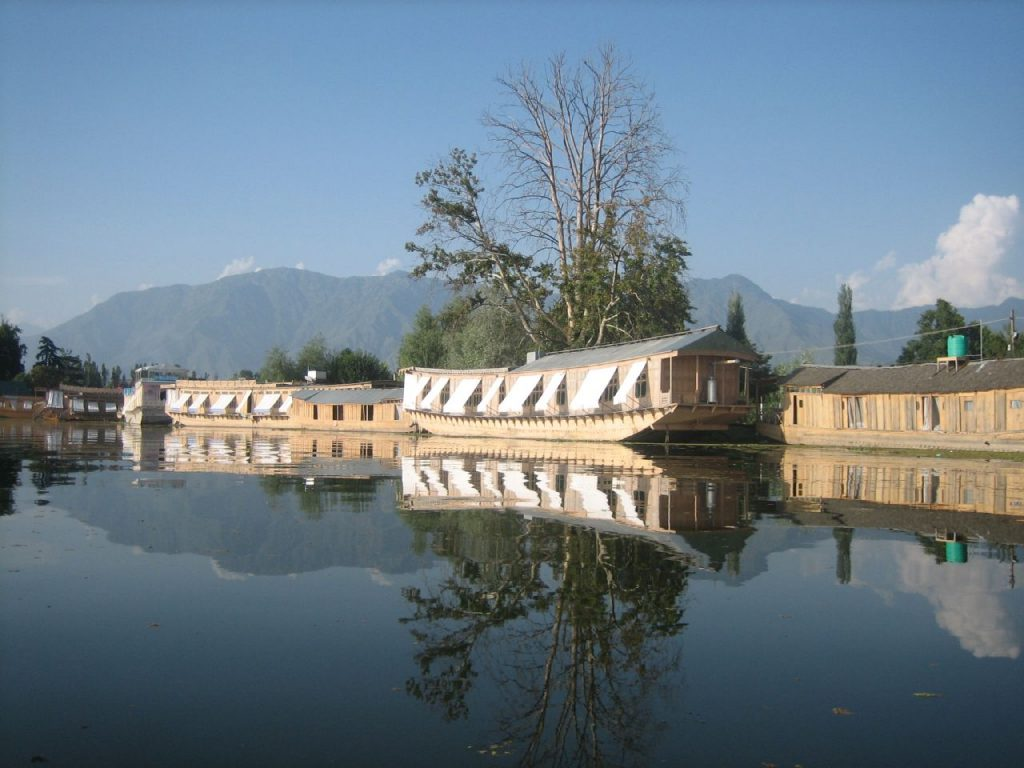 Houseboats in Kashmir >Flickr/Maria Martinez