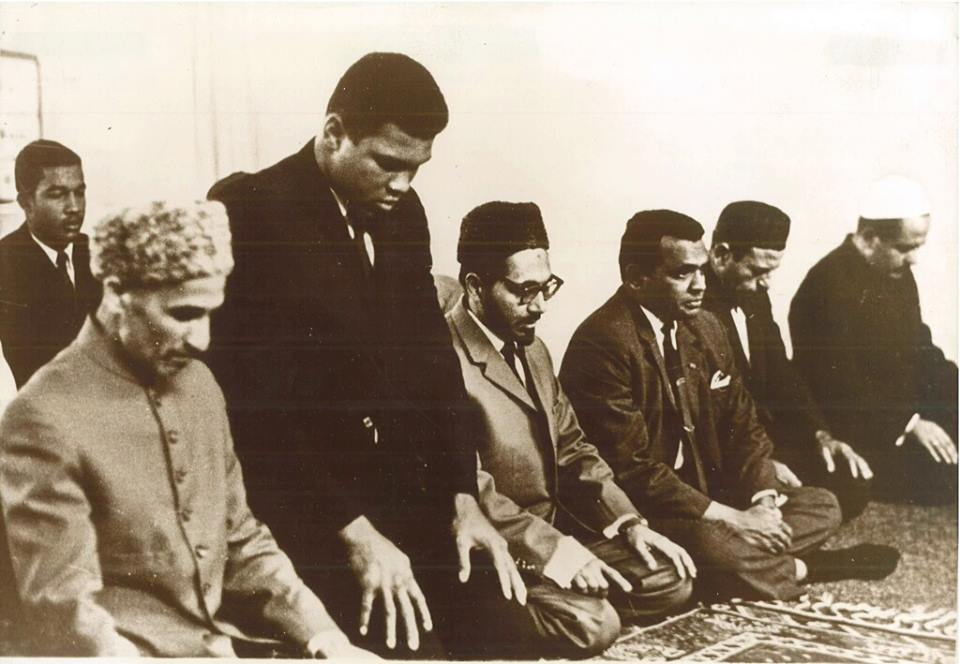 Muhammad Ali with German Muslims. >Flickr/Rabwah